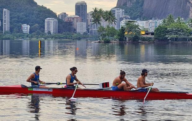 Barco Quatro Sem Masculino com os atletas (esquerda para direita): Daniel Vasconcelos, Sebastian de Araujo Solari,  Robson Radmann e Facundo Mezquita Duarte
