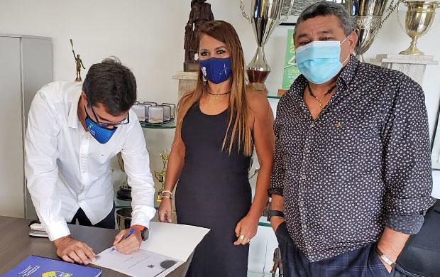 Edson Altino (esq) com os presidentes Ana Valesca Hoerlle (RS) e Luciel Caxiado (PA)