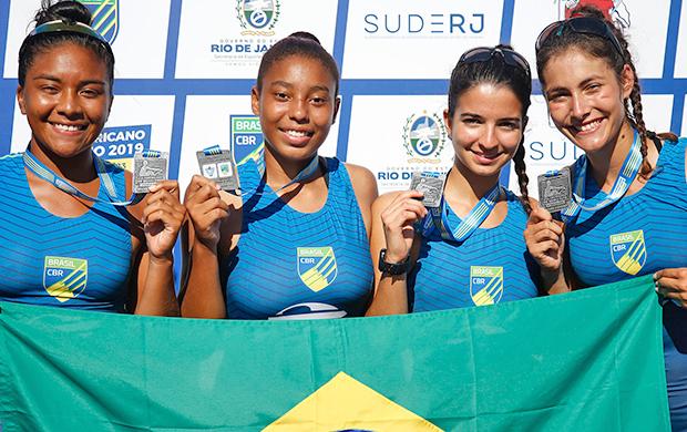 Da esquerda para direita: Ana Lucia Pontes de Almeida, Ana Luiza Marques Aguiar, Ana Beatriz Florio Andrade e Vitoria Larissa Villas Boas, vencedoras da prata no Four Skiff Júnior Feminino