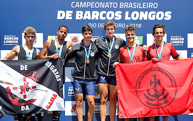 Pódio do Double Skiff Masculino Júnior com Vasco da Gama, Pinheiros e Martinelli